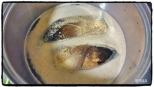 ぬかで筍を茹でる